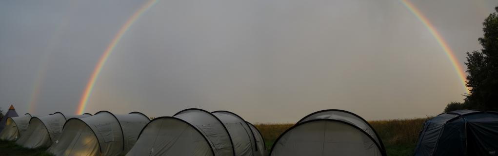 Duha nad táborem